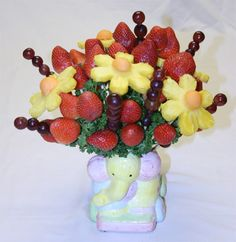 Detailed, step-by-step instructions how to make an edible fruit bouquet - with pictures! This is a delicious baby shower centerpiece idea.