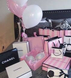 Imagem de chanel, pink, and victoria secret Birthday Goals, Girl Birthday, Happy Birthday, Victoria Secrets, Victoria Secret Pink, Victoria Secret Makeup, Rich Girl, Birthday Presents, 17th Birthday Gifts