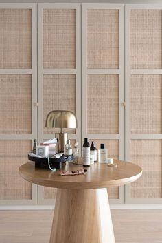 CASA TRÈS CHIC: ARMÁRIOS - DETALHES Ikea Pax Wardrobe, Wardrobe Doors, Built In Wardrobe, Bedroom Wardrobe, Home Bedroom, Bedroom Decor, Flur Design, Wardrobe Door Designs, Sweet Home
