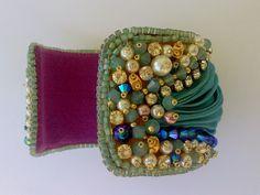shibori cuff Il giardino sul mare Passione di Perle Ribbon Jewelry, Beaded Embroidery, Jewelery, Shibori Techniques, Jewelry Making, Beads, Beadwork, Bracelets, Cuffs