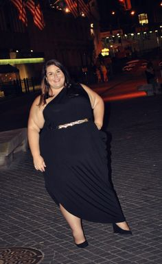 Rebecca of Childress Childress & Theplussideofme looks amazing in this one shoulder Big And Beautiful, Beautiful Outfits, Cool Outfits, Curvy Girl Outfits, Plus Size Outfits, Curvy Women Fashion, Plus Size Fashion, Women Looking For Men, Full Figure Fashion