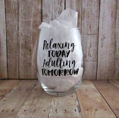 Wine Bottle Crafts – Make the Best Use of Your Wine Bottles – Drinks Paradise Decorated Wine Glasses, Painted Wine Glasses, Wine Bottle Crafts, Mason Jar Crafts, Vinyl Glasses, Glitter Glasses, Wine Glass Sayings, Wine Quotes, Italian Wine