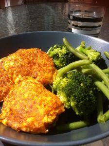 Morotsbiffar Vegetarian Buffet, Vegetarian Recepies, Raw Food Recipes, Dinner Recipes, Healthy Recipes, Healthy Food, Veggie Cakes, Greens Recipe, Food Inspiration