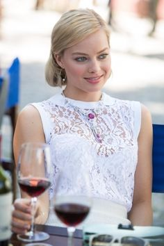 Margot Robbie is a talented artist and very popular among fans. Margot Robbie photo gallery with amazing pictures and wallpapers collection. Margo Robbie, Margot Robbie Focus, Margot Robbie Photos, Margot Robbie Style, Actress Margot Robbie, Margot Robbie Harley Quinn, Margaret Robbie, Beautiful Celebrities, Beautiful Actresses