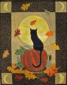 I just love this quilt . Harvest Moon quilt pattern by quilter at etsy Halloween Quilts, Moldes Halloween, Fall Halloween, Halloween Crafts, Colchas Quilting, Quilting Projects, Quilting Designs, Cat Quilt Patterns, Fall Quilts