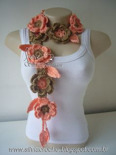 I wish I knew how to crochet Crochet Flower Scarf, Crochet Flower Patterns, Freeform Crochet, Floral Scarf, Crochet Beanie, Crochet Scarves, Crochet Shawl, Crochet Clothes, Crochet Flowers
