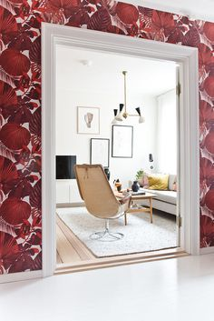 my scandinavian home: bold wallpaper, scandinavian style! #wallpaper #livingroom Photo - Isabelle Pedersen.