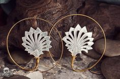 22K gold and shell Alluvial design
