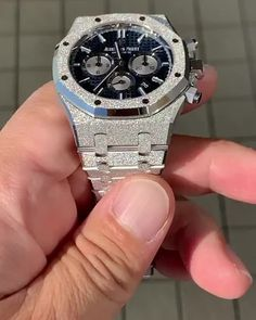 Golden hour on this Frosted White Gold AP 🤩☀️ Cool Watches For Women, Luxury Watches For Men, Flipagram Instagram, Digital Sports Watch, Expensive Watches, Most Expensive Rolex, Dream Watches, Stylish Watches, Audemars Piguet