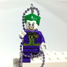This is the Joker from the LEGO Super Heros Collection. Awesome Lego, Cool Lego, Lego Jewelry, Fun Stuff, Geek Stuff, Lego System, Lego Group, Business Card Holders, Super Heros