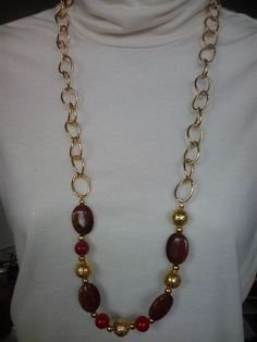 Long necklace in brown and gold