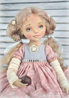 Здравствуйте, дорогие мои подписчики и гости! Сегодня появилась на свет моя новая куколка - нежная, воздушная малышка по имени Софья, воспитанная и умная, и в то же время немножко озорная, милый ангельский чертенок, который верит во всякие сказки и любит наряжаться. В общем, она вся девочка-девочка с головы до пяточек, самая настоящая!