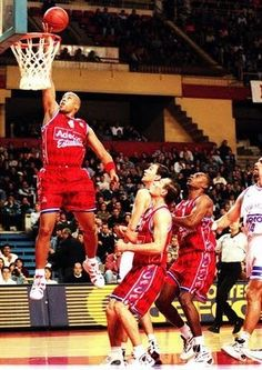 Real Madrid vs Estudiantes, 99/00, semifinal playoff, game3. Chandler Thompson.