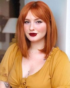 Me montei toda, mas vi que ainda tá passando maratona de Friends na TV. Red Hair With Bangs, Short Red Hair, Red Orange Hair, Dark Red Hair, Ginger Hair Color, Red Hair Color, Pixie Hair Color, Color Cobrizo, Redhead Hairstyles