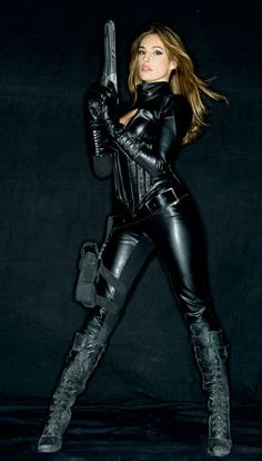 Kelly Brook, Leather Trench Coat, Leather Pants, Female Assassin, Jumpsuit Dressy, Leder Outfits, Military Girl, Cosplay Outfits, Leather Fashion