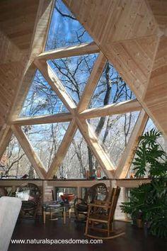 Ventana formada de triángulos