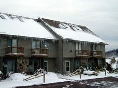 Wisp, 3 BR/3 BA, 4 level townhouse w/ rec room & living room, can walk to slopes (across street). About $1300 week. sleeps 8-10