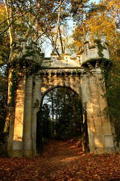 bluepueblo:  Castle Gate, Lyon, France photo via eos