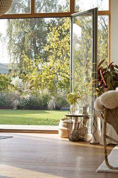 """""""Wohnen ist wie das Leben: ein Prozess ohne Stillstand."""" – Zu Besuch bei dieartige nahe der Ostsee   SoLebIch.de  Foto: dieartige  #wohnzimmer #dekoration #einrichtung #deko #inpiration #interior #interiordekor #naturalbasket"""