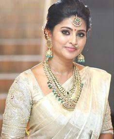 34 super ideas for south indian bridal saree cream Bridal Sarees South Indian, South Indian Weddings, Bridal Blouse Designs, Saree Blouse Designs, Sneha Actress, Mango Mala, Saree Jewellery, Jewellery Photo, Saree Wedding