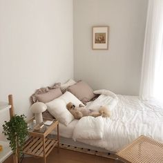 Room Design Bedroom, Bedroom Layouts, Small Room Bedroom, Room Ideas Bedroom, Korean Bedroom Ideas, Bedroom Bed, Bedroom Inspo, Minimalist Bedroom Small, Deco Cool