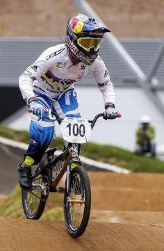 Nuestra Campeona Mundial de Bicicross Mariana Pajón en acción