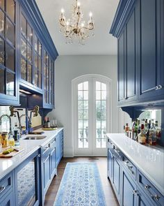 10 Best French-Country Kitchen Design Ideas To Inspire You French country design is known by its classic and luxurious design. It is commonly loved by the rich people who Best French-Country Kitchen Design Ideas To Inspire You Modern French Country, French Country Kitchens, French Country House, French Country Decorating, Rustic French, French Cottage, Blue Country Kitchen, Country Kitchen Cabinets, European Kitchens