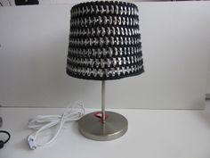 Door mij gehaakt lampenkapje met treklipjes, pull tabs