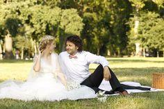 sedinta foto nunta palatul mogosoaia - Căutare Google Just Married, Wedding Hairstyles, Wedding Photos, Wedding Dresses, Google Search, Fashion, Bridal Gowns, Marriage Pictures, Bridal Dresses
