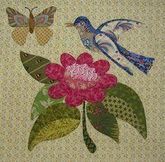 De afgelopen weken heb ik gewerkt aan de Caswell quilt. Deze keer was er ook weer een vogel bij, die vind ik altijd zo leuk om te doen.  Hi...