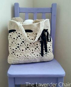 Vintage Market Tote Crochet Pattern - The Lavender Chair Bernat Maker Home yarn Bag Crochet, Mode Crochet, Crochet Market Bag, Crochet Shell Stitch, Crochet Handbags, Crochet Purses, Crochet Crafts, Crochet Yarn, Dishcloth Crochet