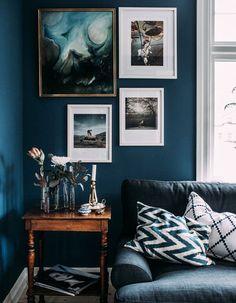 Parede azul escuro