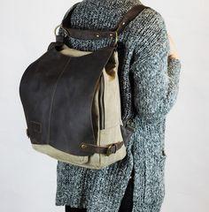 Dieser außergewöhnliche Rucksack / Umhängetasche / Schultertasche ist aus robusten  Segeltuch/Canvas und Leder genäht. Voller liebevoller, kleiner Details, Design und Material zum Leben und...