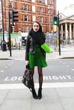 Vestido verde con chaqueta cuerina