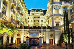 Все Рождество в отеле «Metropole Monte-Carlo» пройдет под девизом «Русская сказка». Кристаллы, снежинки и прочие новогодние украшения будут создавать праздничное настроение. В холле отеля будет установлена нарядная новогодняя елка, возвышающаяся до самого потолка. Неподалеку от нее будет установлена русская береза, возле которой спрячутся сани Деда Мороза с подарками. #metropolehotel   #montecarlo   #traveldeals   >> http://prohotel.ru/news-215574/0/
