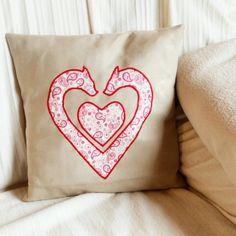 Kissen mit Herzapplikation Throw Pillows, Bed, Applique Pillows, Toss Pillows, Cushions, Stream Bed, Decorative Pillows, Beds, Decor Pillows