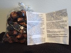 """Tiesitkö, että pesupähkinällä voit pestä pyykkiä luonnollisesti? Laita 4-5 pähkinää pesupussiin, murskaa ne. Voit käyttää useamman kerran samoja pähkinöitä. Maatuvat pähkinät voit huoletta """"heittää"""" luontoon. 18€/kg. www.vaniljavalencienne.fi #vaniljavalencienne #bongaavanilja #ilove #vaniljagoesneidonkeidas #pesupähkinä"""