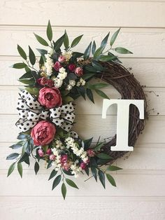 Fabulous Spring Door Wreaths For Your Home Decoration - When most of us think of front door wreaths we think circle, evergreen, and Christmas. Wreaths come in all types of materials and shapes. Diy Spring Wreath, Diy Wreath, Grapevine Wreath, Wreath Ideas, Wreaths Crafts, Baby Wreaths, Spring Door Wreaths, Easter Wreaths, Front Door Decor