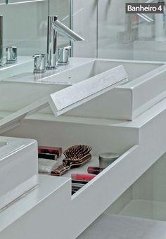 Cimento queimado, drywall e banheiras confortáveis são alguns dos destaques dos banheiros que ganharam em luminosidade e sofisticação