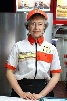 The Queen is obviously a very high figure in the country, her life is ordered to her, and her family. But the life of people who actually work in places such as Mcdonalds, would be a very disorderly thing for the Queen to do. Mcdonalds, Reine Victoria, Isabel Ii, Queen Of England, Save The Queen, Humor Grafico, Queen Elizabeth Ii, Funny Photos, Make Me Smile