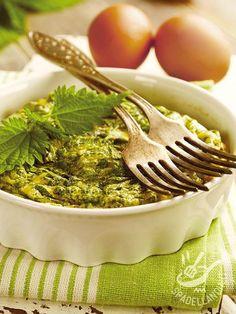 La Frittata di ortiche è un piatto della tradizione contadina, semplice e buonissimo. Provate questa ricetta con la cottura al forno. Genuina e saporita!
