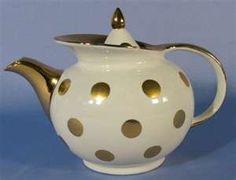Hall windshield teapot.    Sweet polka-dots.