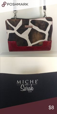 Petite Miche shell. Sarah Miche petite shell! Not only is this a great shell it's available for bundling!! Get one shell for $8 or three for $18!!! Gently used and in great condition! Miche  Bags