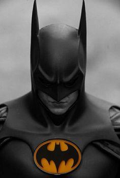 Jada Dc Comic 1989 Batmobile with Batman Metals Diecast Vehicle with Figure, Black Batman Arkham City, Batman And Catwoman, Im Batman, Batman Robin, Gotham City, Batman Artwork, Batman Wallpaper, Batman Comic Art, Superman Figure