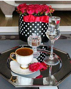 Ideas For Quotes Coffee Morning Tea Time Good Morning Coffee, Coffee Break, I Love Coffee, My Coffee, Chocolate Caliente, Tea And Books, Breakfast Tea, Turkish Coffee, Tea Service