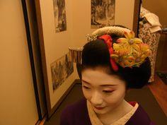 Maiko Tanewaka wearing kanzashi for November