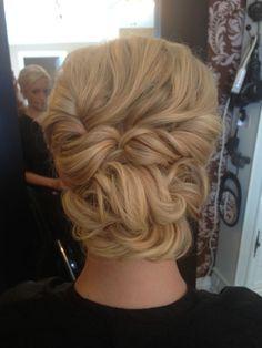 penteado de festa  coque bagunçado