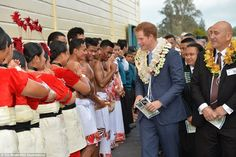 Harry took the time to speak with performers who greeted him on his arrival at the south Auckland school