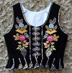 Gorset krakowski z Alwernii Polish Embroidery, Folk Embroidery, Embroidery Fashion, Beaded Embroidery, Hand Embroidery Patterns Flowers, Border Embroidery Designs, Machine Embroidery Patterns, Saree Painting Designs, Polish Clothing