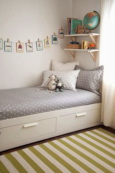 kinderzimmer einrichten bett mit stauraum wandgestaltung ideen The Effective Pictures We Offer You About boho Bed Room A quality picture can tell you Kid Room Decor, Room Rugs, Storage Kids Room, Small Kids Room, Bedroom Design, Room Inspiration, Boy Room, Childrens Room Rugs, Remodel Bedroom